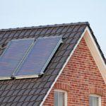 Solarthermie-Anlagen auf einem Hausdach
