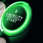 Der grüne Knopf, der das umweltfreundliche Elektroauto startet.